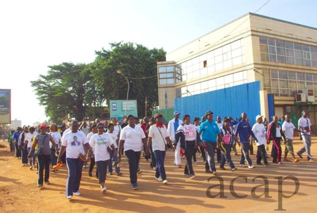 Une marche de protestation contre les violences dans les villes de province