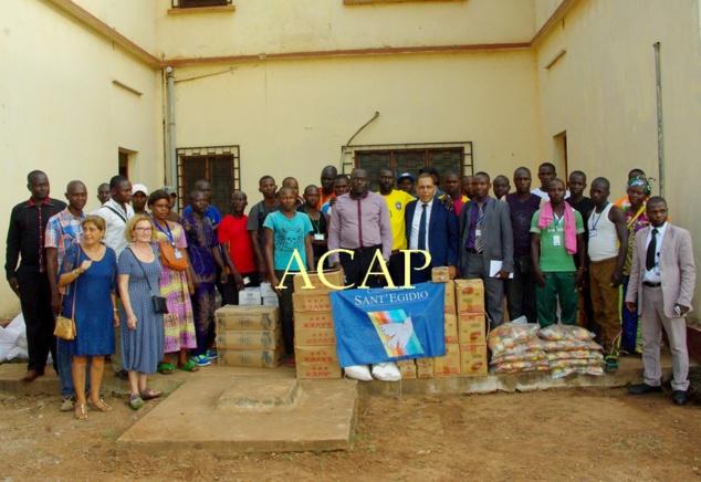 Photo de famille des ex-combattants et les membres de la délégation de Sant'Egidio