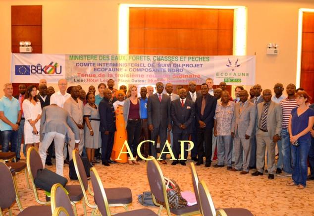 Photo de famille du ministre et des participants