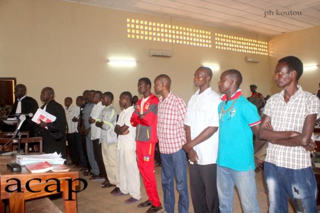Les accusés et leurs avocats au moment du verdict