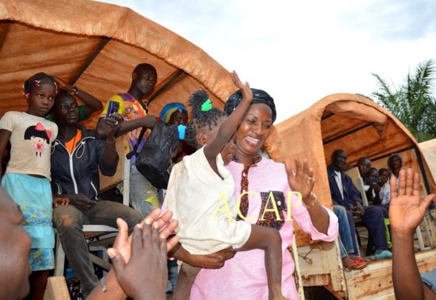 Accueil des réfugiés par la ministre Virginie Mbaïkoua