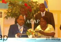 Echanges des documents signés par les deux personnalités