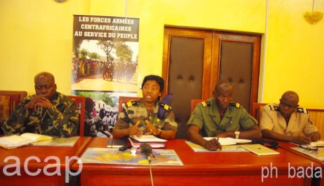 La colonelle Ghislaine-Léa Yangongo, lors de sa conférence de presse,