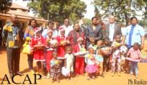 La ministre de l'Action Humanitaire, le représentant de la FAO et les enfants déplacés