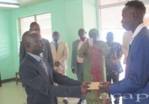 L'athlète Gaël Kangbazou récompensé par le ministre Régis Dounda