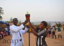 L'équipe féminine de football de Ngaraba remporte le trophée de la paix