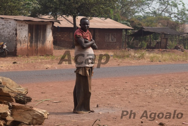 Malade mental dans un village, près de Bangui