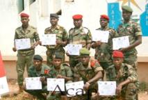 Des éléments des FACA achèvent une formation de démineur et de magasinier de munitions