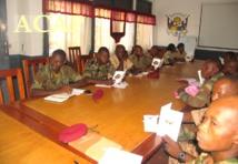 les participants dans la salle de conférence de l'etat-major des armées