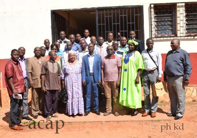 Photo de famille des participants à la réunion