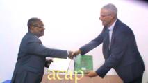 Le ministre de la santé Pierre Somsé veut créer des unités de clinique mobile en province