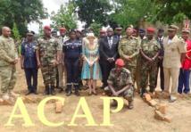 Madame L. Tamlyn au centre entourée du colonel A.Betibangui,du general Z.Mamadou ainsi que les récipiendaires