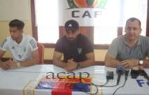 le coach d'Alnasser Mahamed Alkikli au centre