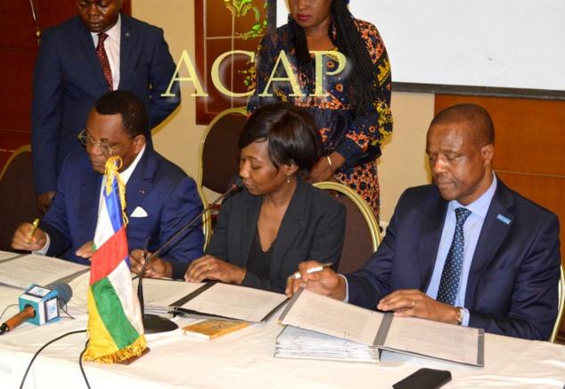 La ministre Sylvie Baïpo-Témon (au centre), lors d'une cérémonie officielle, à Bangui (archives ACAP)