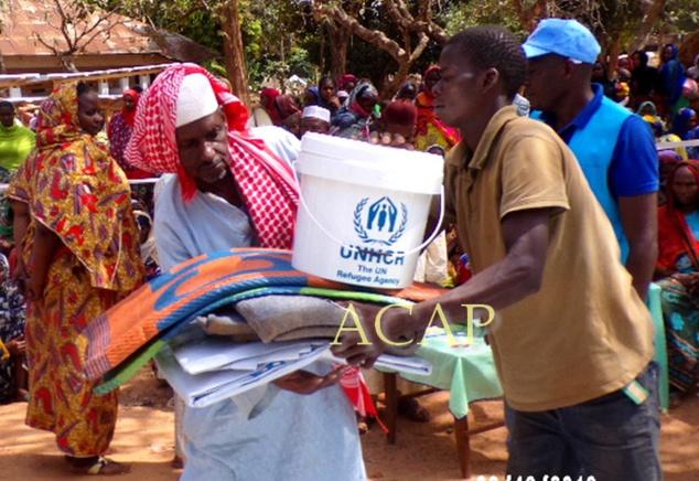 Un bénéficiaires des kits offerts par le HCR