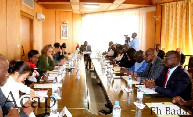 Le Premier ministre Firmin Ngrébada préside la première réunion du comité stratégique d'appui au processus électoral