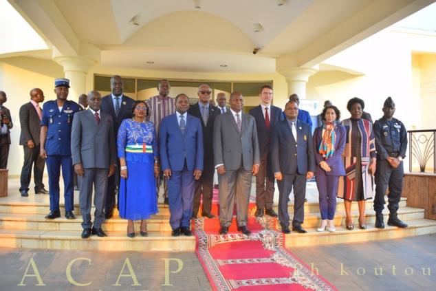 photo de famille du document de stratégie nationale de bonne gouvernance