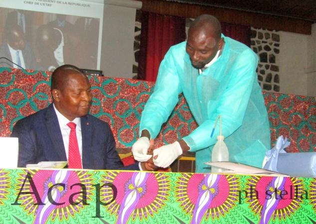 Le Président Touadera lance la campagne d'information, de sensibilisation et de dépistage volontaire du VIH/Sida du personnel de la Présidence