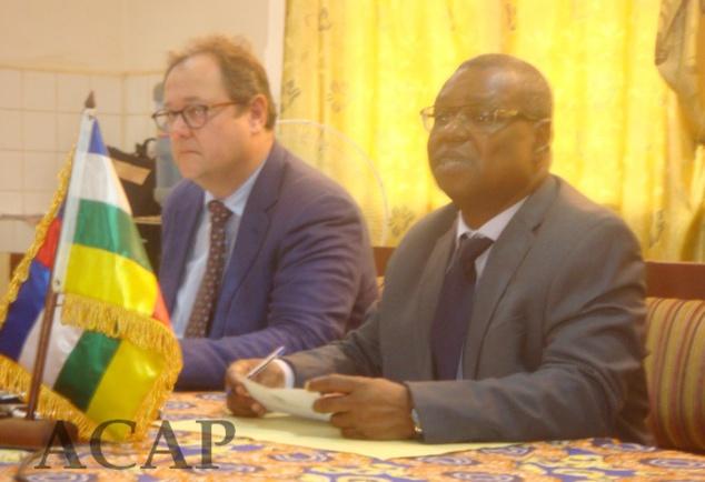 ministre Pierre Somsé et le rep de l'OMS Severin Von-Xylander