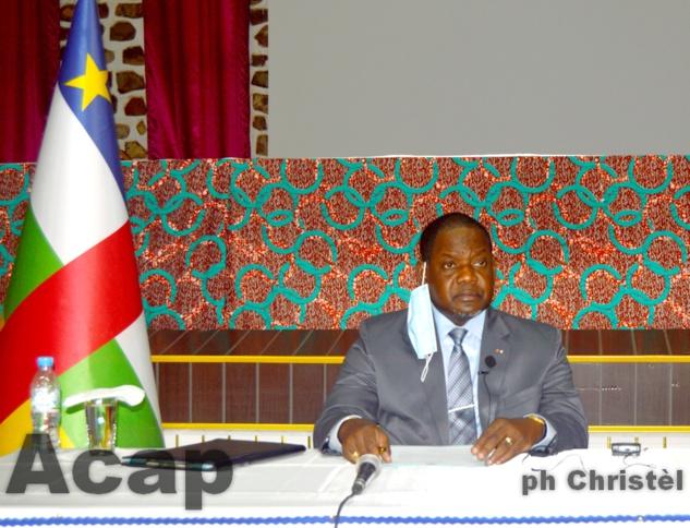 Le Premier ministre Firmin Ngrébada préside la réunion du comité technique du COVID-19
