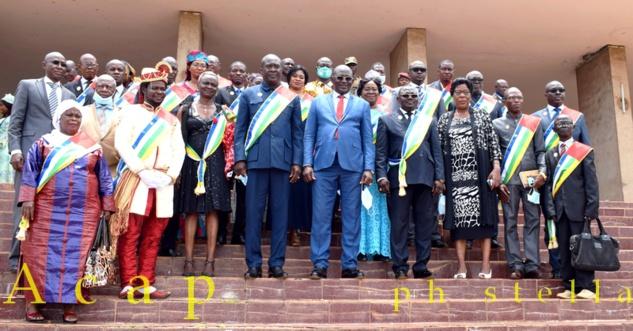 Les Conseillers économiques et sociaux en fin des travaux de la 2ème session ordinaire de l'année