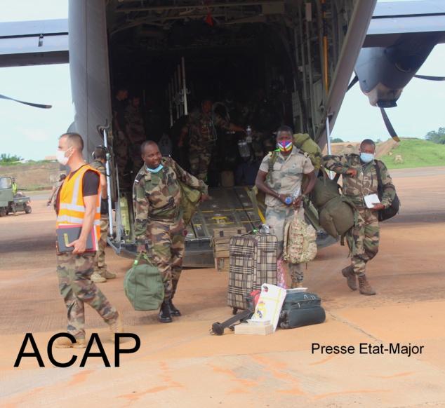 Retour à Bangui des stagiaires militaires centrafricains après un stage au Gabon