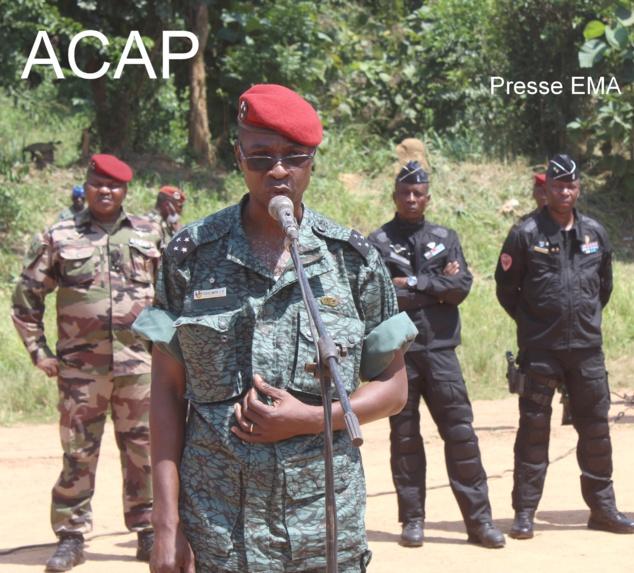 le Général J.P DOLLE-WAYA s'adressant à la troupe au camp Kassai le 14 Nov 20