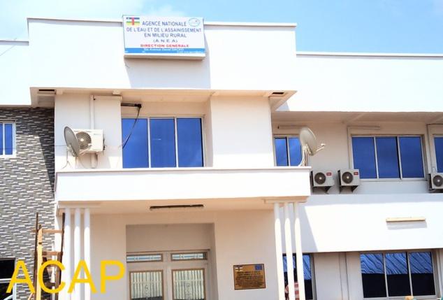 Remise d'un bâtiment à l'Agence nationale de l'eau et de l'assainissement