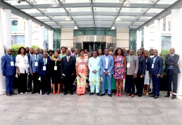 Photo de famille des délégués, avec la Ministre congolaise, Mme Arlette Soudan-Nonault