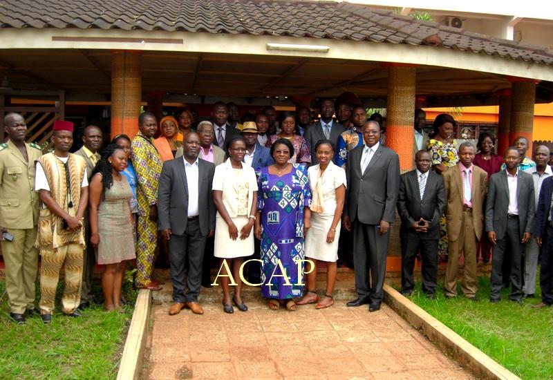 Photo de famille de Arlette Sombo-Dibélé et des participants à l'atelier