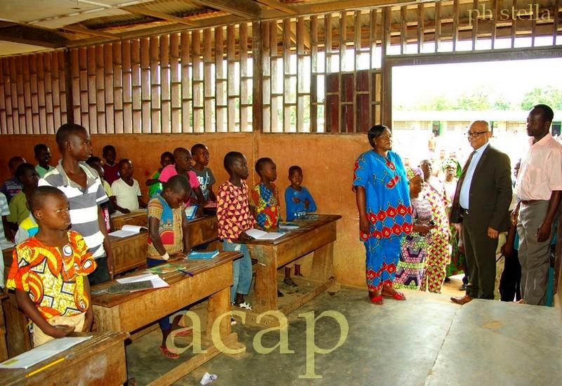 Vue d'une salle de classe où les cours ont déjà commencé