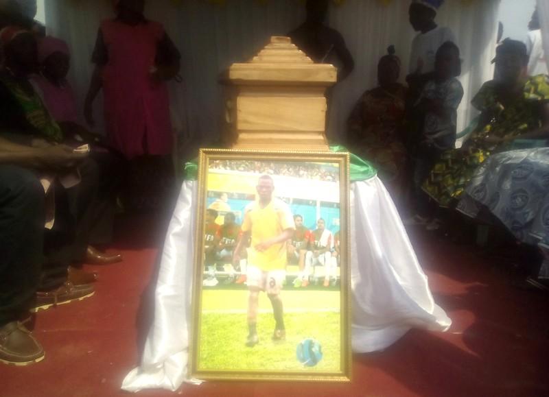Football : dernier hommage du DFC8 à l'international Brice Azoudanga