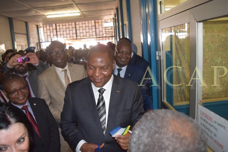 Le président Touadéra dans le hall du complexe pédiatrique de Bangui, le vendredi 3 août 2018