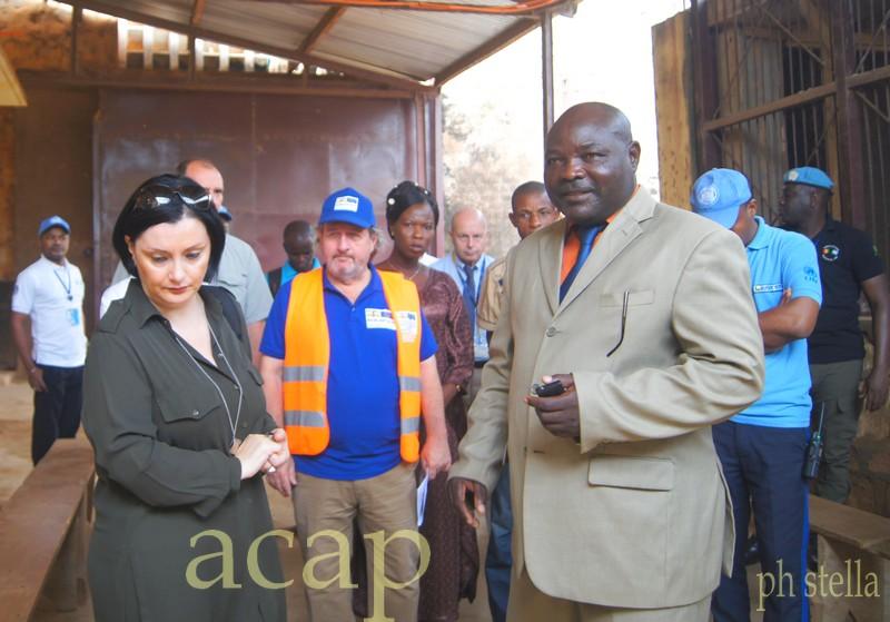 Samuela Isopi lors de sa visite à la prison de Ngaragba