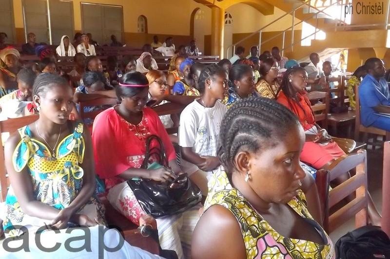 Une vue des participant (es) à la conférence