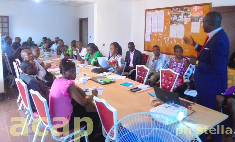 Une vue des participants à l'atelier sur le projet d'électrification hors réseau