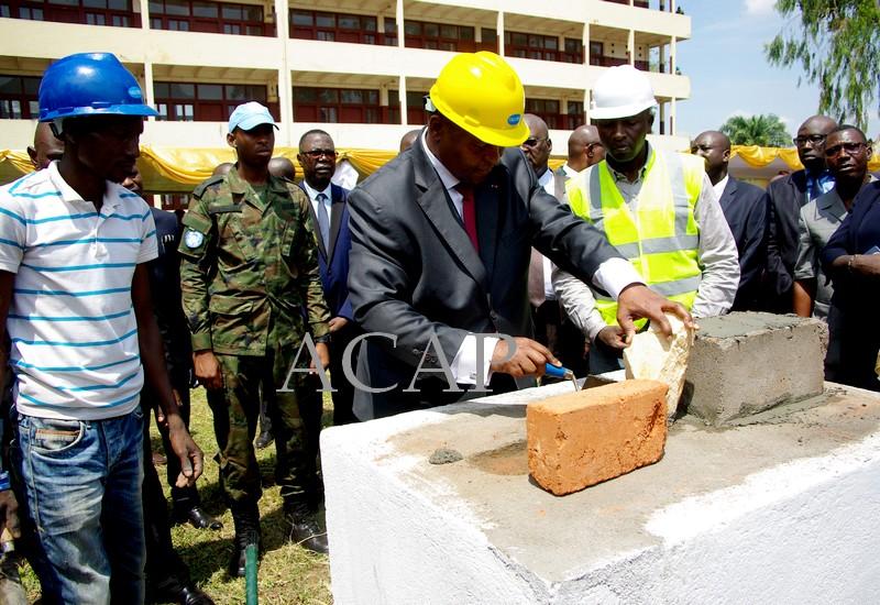 Pose de la première pierre pour la construction du centre d'imagerie numérique et l'unité complète d'hémodialyse au CNHUB à Bangui (Photo d'archives)