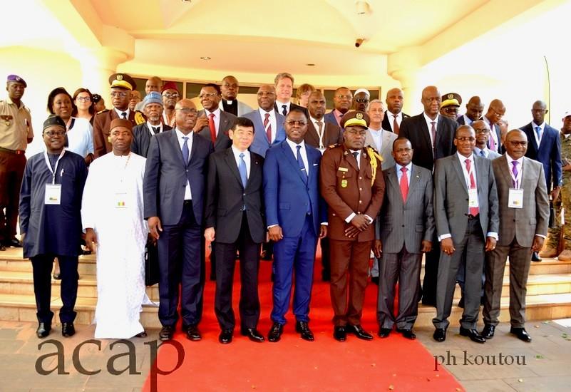 Photo de famille des Directeurs généraux des douanes de l'AOC et de quelques membre du gouvernement centrafricain