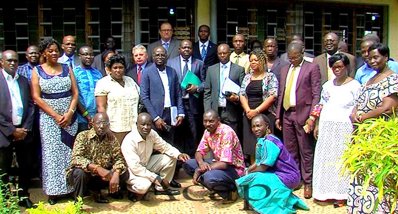Photo de famille après l'ouverture de l'atelier de validation du plan de prévention du VIH