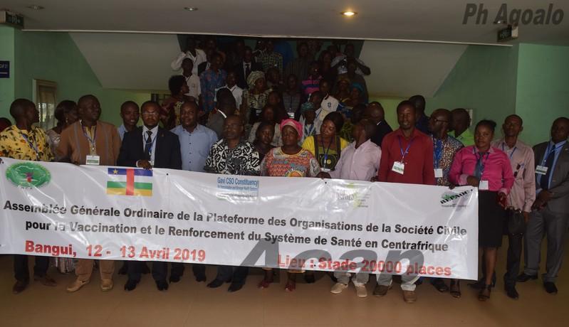 Photo de famille des participants à l'assemblée générale