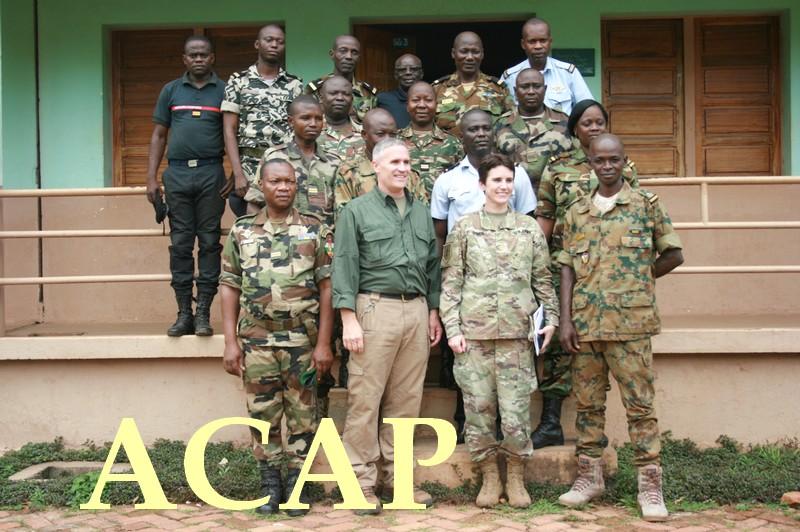 Le  Major Michele  O'Neil de l'Africom en visite de travail au camp Kassaï