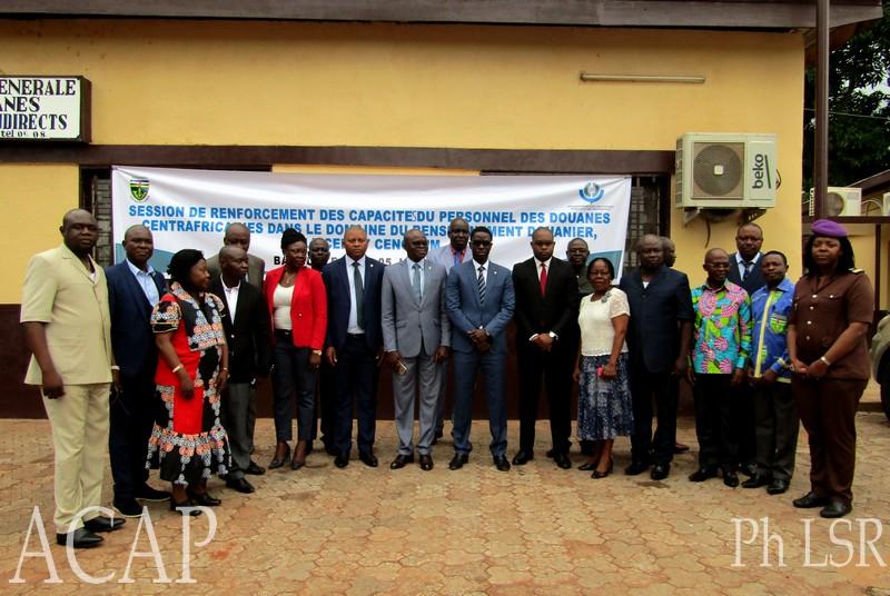 photo de famille du personnel de douane centrafricaine
