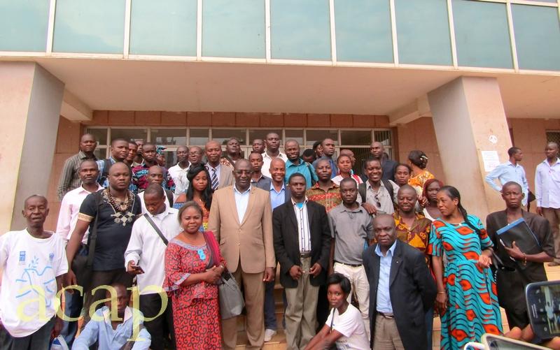 Le président du HCC, José Richard Pouambi, avec des journalistes (archives ACAP)