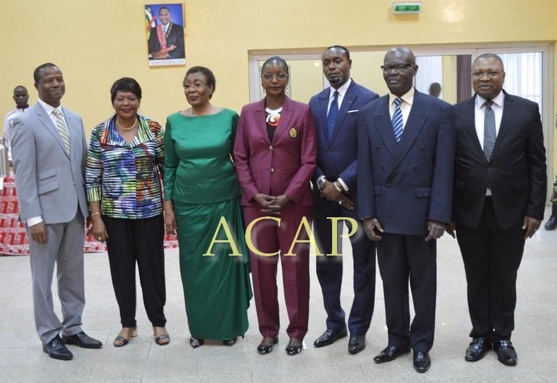 Photo de famille des autorités des deux pays et des représentants du HCR