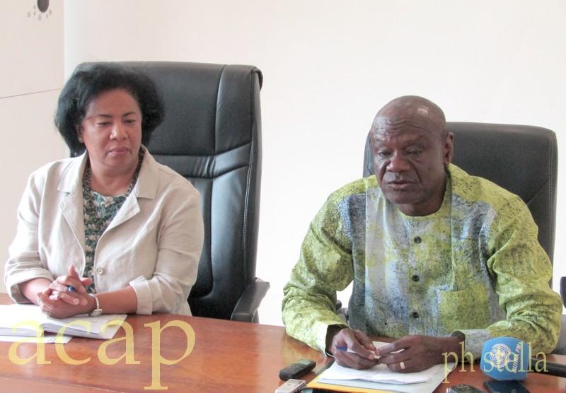 Moukadas Nouré (à droite), lors de la conférence de presse en compagnie de Joyce-Patricia Bekha, de l'Unicef