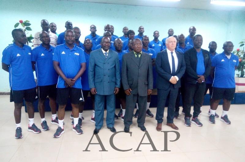Photo de famille des participants à la formation des entraîneurs