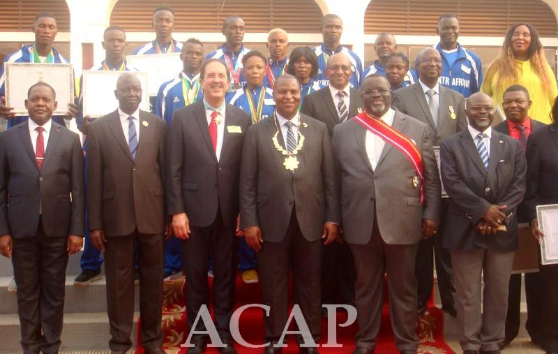 Les athlètes centrafricains reçoivent des distinctions honorifiques