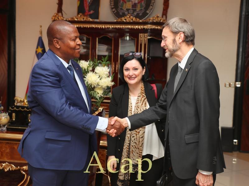 Président Touadéra avec la délégation de l'UE