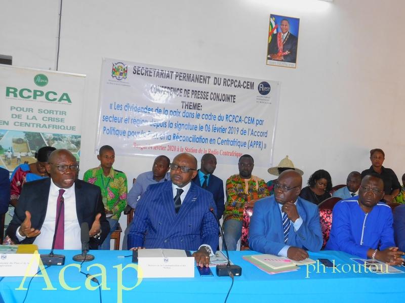 Conférence de presse conjointe ministres Moloua et Kazagui