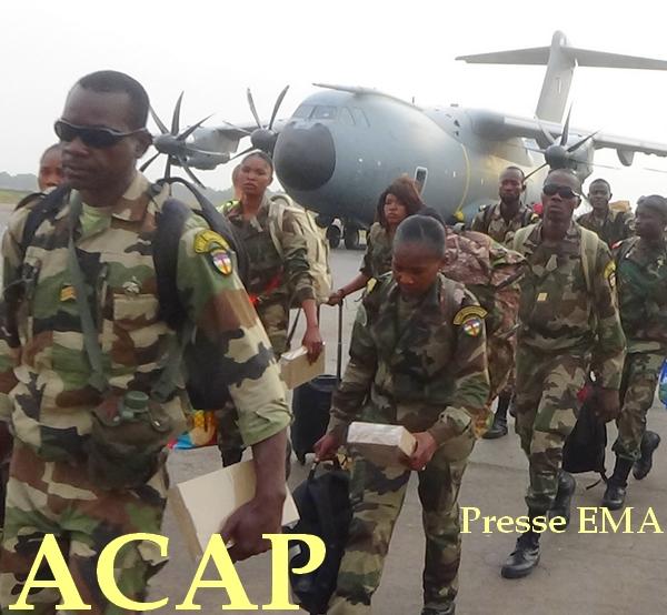 Des éléments des forces spéciales après leur descente d'avion à l'aéroport' Bangui M'poko le 19 Mars 2020
